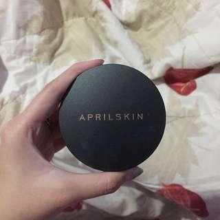 April Skin Black Magic Snow Cushion