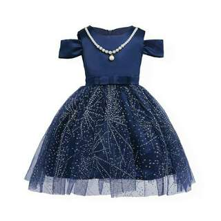 *FREE DELIVERY to WM only / Pre order 12-15 days* Kids off shoulder short sleeves dress each as design/color. Free delivery is applied for this item.