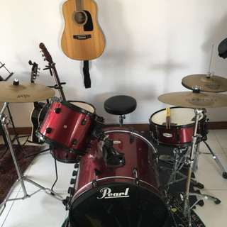 Pearl Drum Set with Cymbals