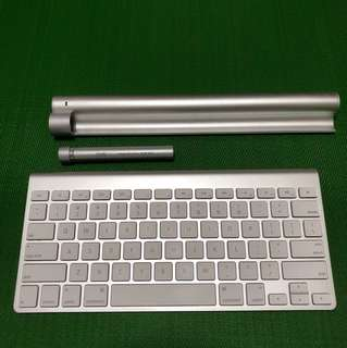 Apple Wireless Keyboard with charge bar and battery