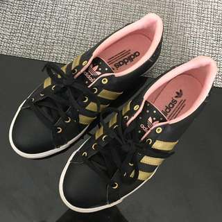 Preloved Adidas Womens Sneakers Black Leather, EUC ✔️Size US6/6.5 ✔️2k Fixed‼️*No box