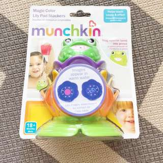 Munchkin bath toy Magic Lily Pad stackers
