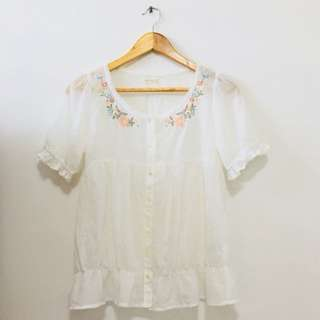 Petite Flute Blouse with Floral Embroidery