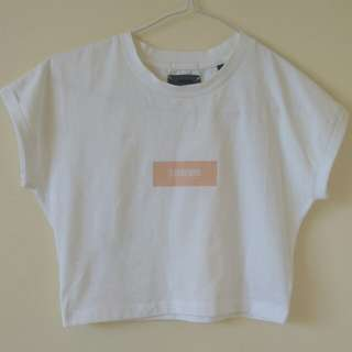 STANDARD white cropped tee with pink block