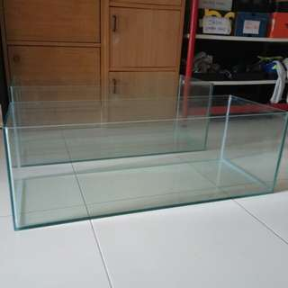 Aquarium fish tank 3ft by 1ft low profile