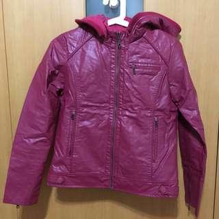 桃紅色皮衣