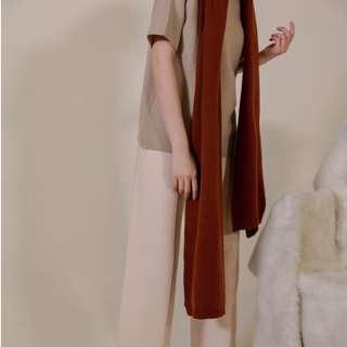 磚紅極簡壓紋收邊圍巾