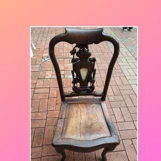 酸枝木椅一張。 有瑕疵要維修
