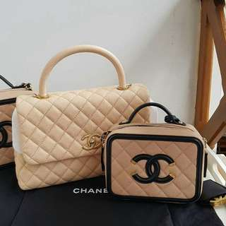 Chanel coco handle beige caviar ghw #24 like new 45jta Chanel vanity case beige black caviar ghw #22 like new 40jta