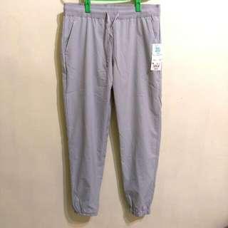 全新 Uniqlo淺灰色速乾長褲