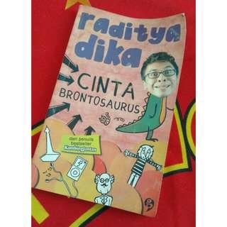 Buku Raditya Dika - Cinta Brontosaurus