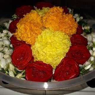 Bunga rampai in tupperware