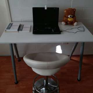 White Desk THYGE with chair