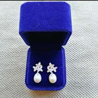 (BRAND NEW) 925 silver, freshwater dangling pearl earrings
