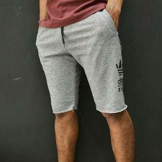 Celana pendek adidas