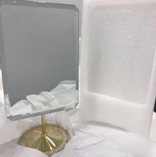 Cle de peau 座枱閃石方型鏡
