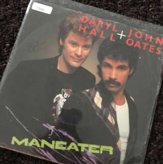 "1982 Daryl Hall & John Oates - Maneater (7"" Vinyl Record )"