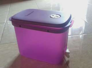 Dispenser tupperware