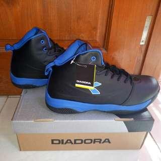 Diadora dribbling