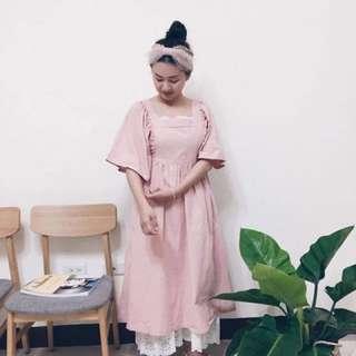 裸粉方領寬袖洋裝