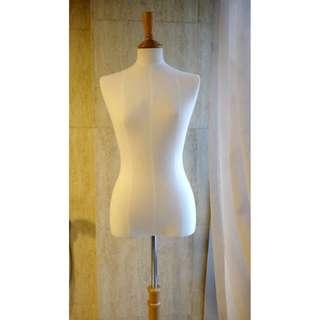 Female Mannequin - vintage