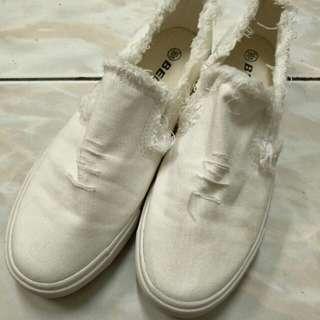 🚚 割破造型小白鞋