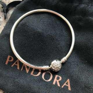Pandora 最新限量版925銀Bangle 100%新連袋 原價800 情人節禮物