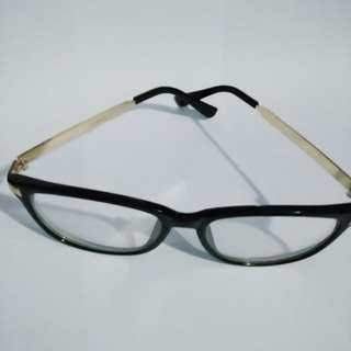 Kacamata minus 0,50