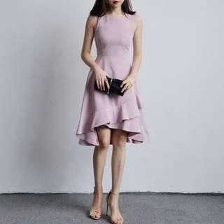 Woman light pink dress 👗