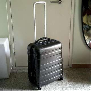 """American Tourister Cabin 21"""" 4 Wheel Spin Luggage Case"""