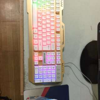 Gaming keyboard and gaming headphones