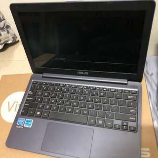 華碩 ASUS VIVO BOOK mini