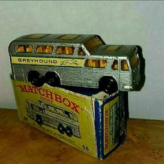 英國古董小汽車(灰狗巴士)
