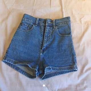 Denim Shorts (high-waisted)