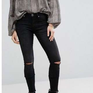 One Knee Ripped Jeans Black