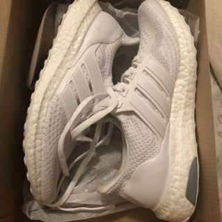 Triple White Adidas Ultraboost