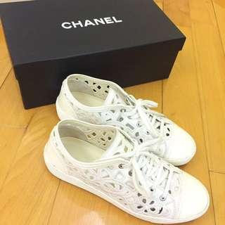 ⬇️Chanel white sneaker🈹