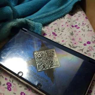 Nitendo 3DS XL WITH CHARGING CABLE & MONSTER HUNTER GENERATIONS AND MH4