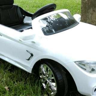 寶馬BMW 4 series coupe 兒童電動車 搖控自駕皆可 原價7200元 特惠 生日禮物 2019新年禮物 小孩最愛(近全新 雙驅動雙馬達)  kid toy,electric car 最優價格先搶先贏
