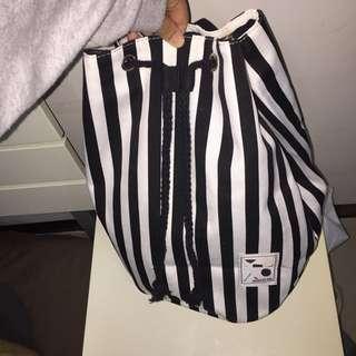 黑白直條紋 水桶包
