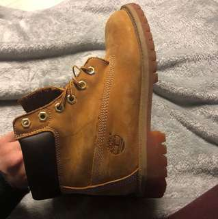Timberlands size 5M fits women's 7-7.5