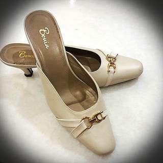 "Bonia Leather 1"" Heels"
