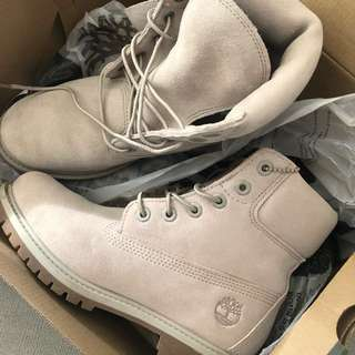 AMAZING DEAL BRAND NEW SIZE 7us woman's timberlands in simply taupe