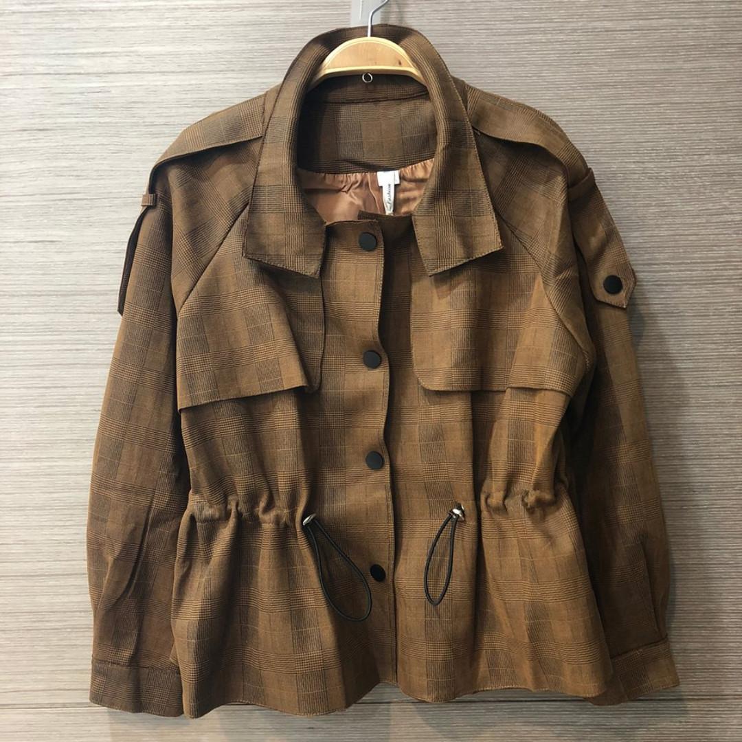 出清特價無肩線經典淡格紋風衣款仿麂皮外套