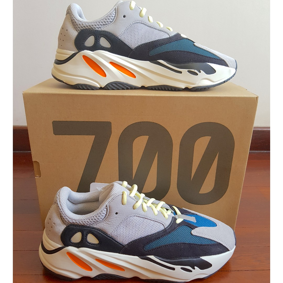 1734c4db26d70 Available) US9 Adidas Yeezy Wave Runner 🌊 🏃🏼 700