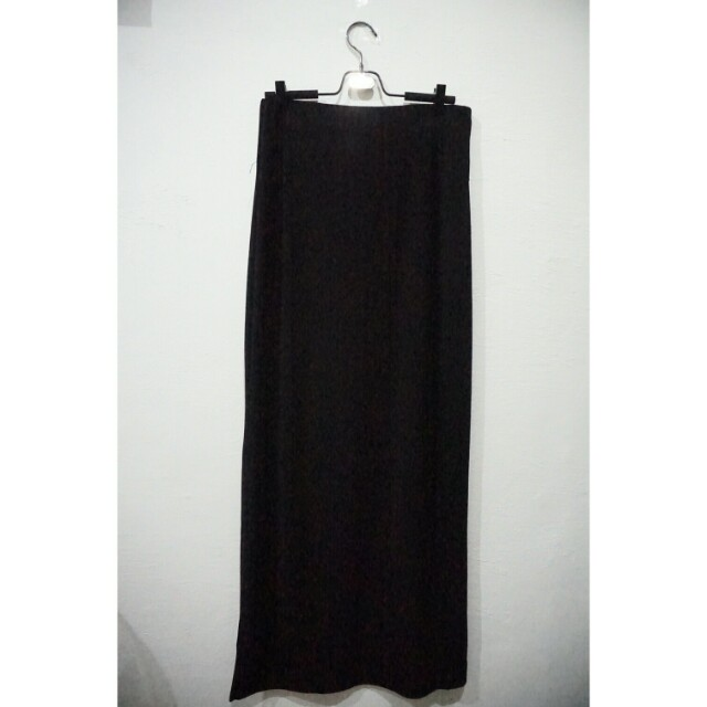 Black Long slit skirt