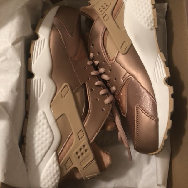 Brand new rose gold Nike Huarache