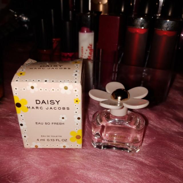 Daisy marc jacobs mini