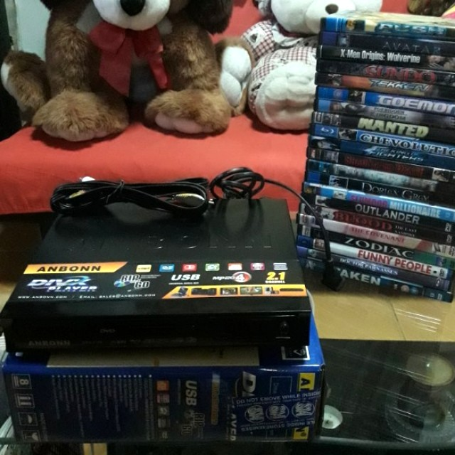 Dvd & usb player with freebies