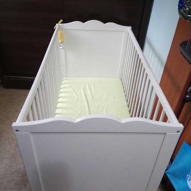 Ikea嬰兒床(含床墊)8成新